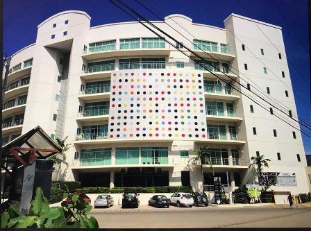 Foto Hirst Painting Tamarindo Art Wave Photo courtesy Tamarindo Art Wave web